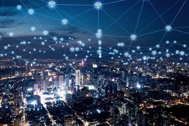 Där 3G införde mobildata och 4G gjorde att alla hade internet i fickan är 5G den digitala framtiden där allting fungerar ännu bättre, snabbare och mer automatiskt.