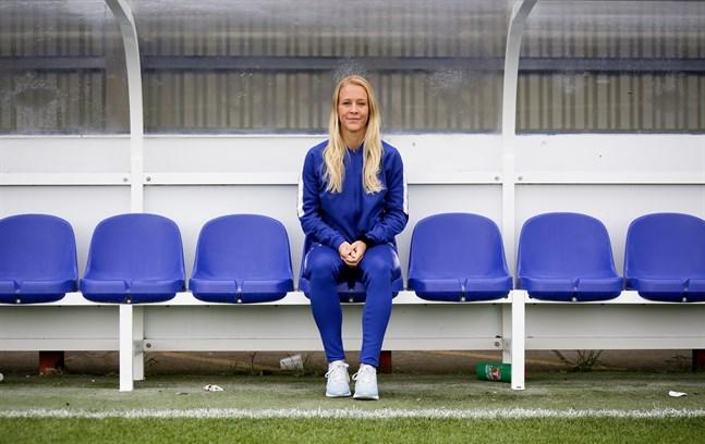 Efter flera svåra skador är Adelina Engman redo att hoppa in i landslaget i nyckelmatchen mot Skottland. Arkivbild.