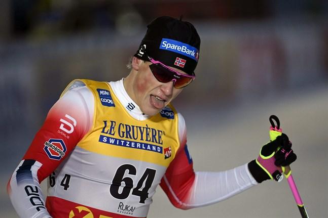 Johannes Hösflot Kläbo tar en paus från världscupen.