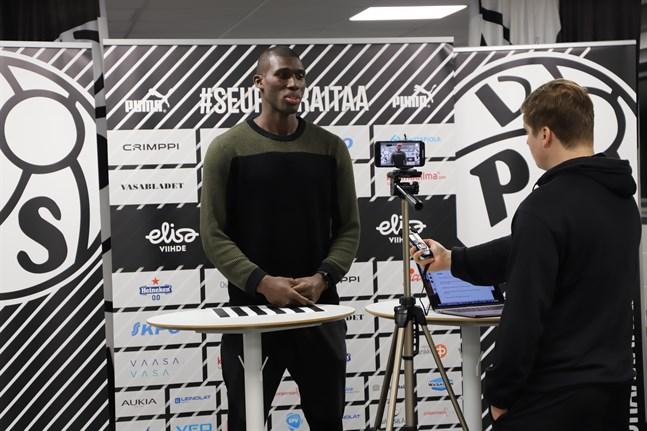 Alieu Ceesay har en längre tid haft ögonen på VPS – och nu har han skrivit på kontrakt med Vasaklubben.
