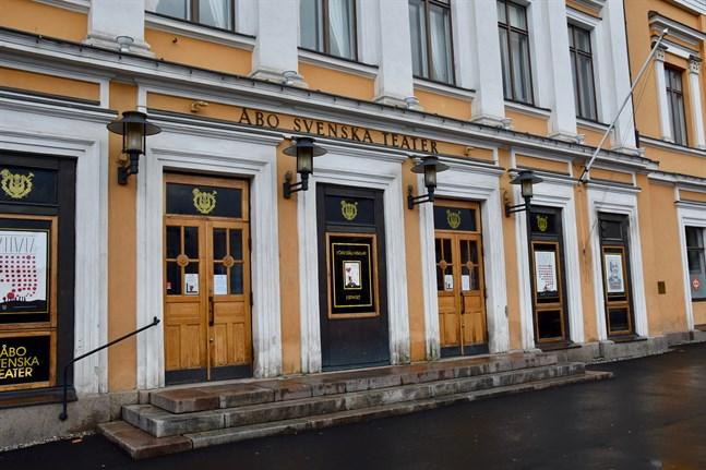 Åbo Svenska Teater ställer in alla föreställningar från och med den 1 december.