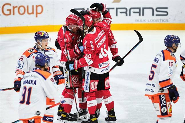 Jesse Paukku, Niclas Lucenius och Simon Suoranta ordnade 1–0 i första perioden.