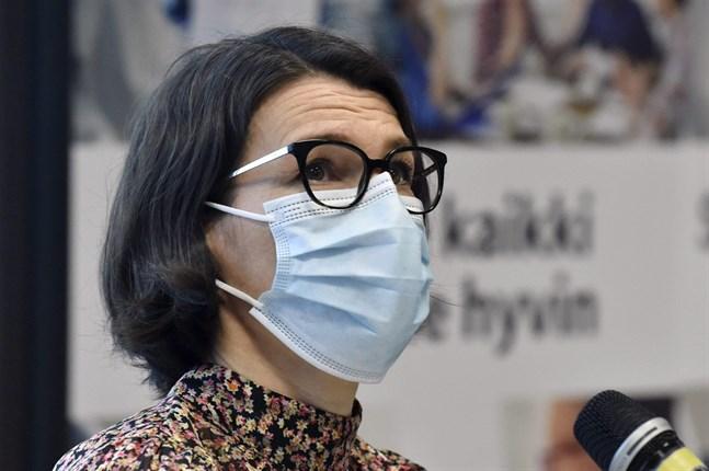 Anna Katz, projektchef vid Institutet för hälsa och välfärd, på tisdagens presskonferens.