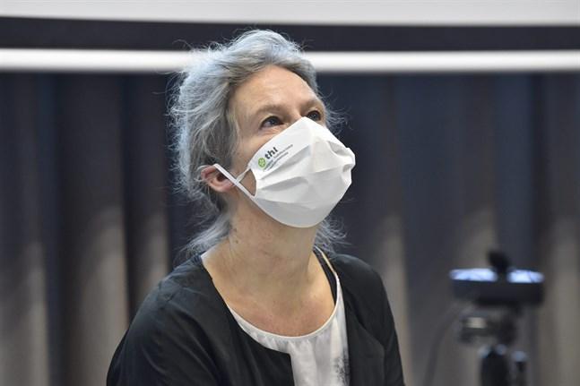 Hanna Nohynek, överläkare vid Institutet för hälsa och välfärd, vid tisdagens presskonferens.