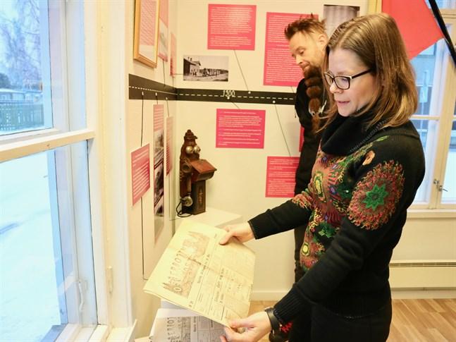 Emil Wingren och Laura Holm har grävt i arkiv och bett traktens lokalhistoriker om hjälp för att sammanställa utställningen.