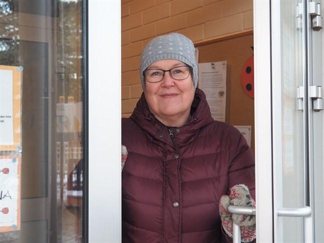 Satu Forsberg säger att det aldrig förut varit så här svårt att hitta vikarier till Karlebys svenskspråkiga daghem.