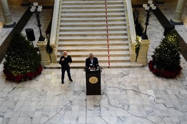 Gabriel Sterling håller presskonferens. Bild från tidigare i veckan.