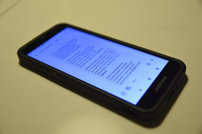 Social- och hälosvårdsministeriet skickar ut ett textmeddelande om det försämrade coronaläget på fyra språk.
