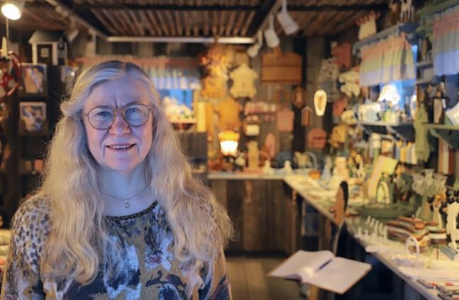 Än så länge är Karita Byholms gårdsbutik fylld med hantverk. Men hon kommer inte att tillverka något nytt.