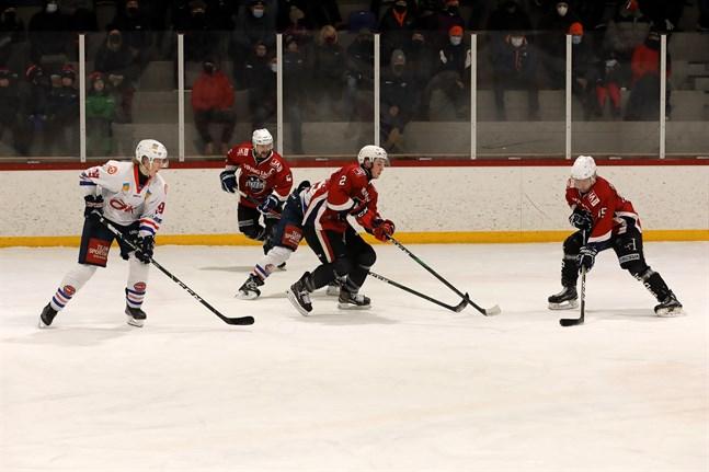 Båda Muik Hockeys seniorlag är satta i karantän.