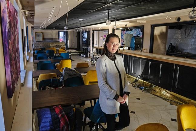 Rina Hirviniemi öppnar två restauranger i Vasa i år – en på Kyrkoesplanaden och en i Sandviken. Bilden är från restaurangen Konst o Deli som har renoverats sedan i somras.