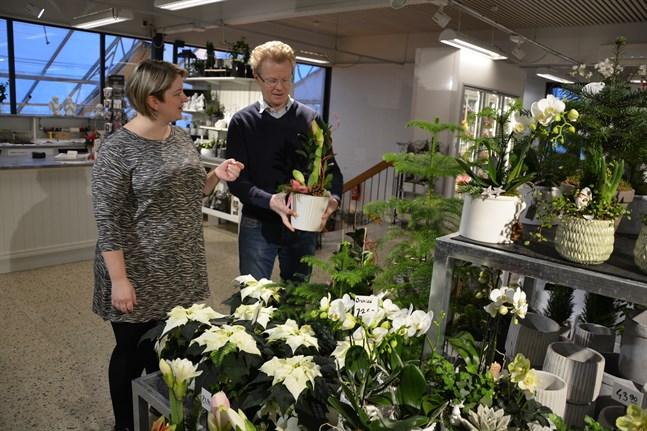 Vi kör jul- och nyårshandeln som vanligt, men sedan kommer nya vindar att blåsa, säger Maria Kvarnemo och Per Göthelid.