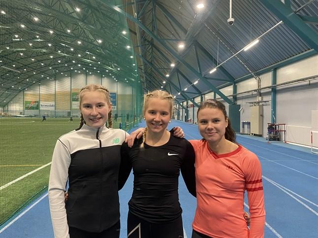 Löparstark trio från ÖID på träningsläger i Pajulahti, Nathalie Blomqvist, IK Falken, Cecilia Österblad, Vasa IS och Jonna Grandell, IF Nykarlebynejden.