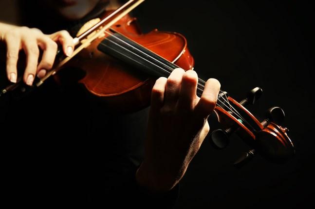 Självständighetsdagens konsert är inte öppen för publik, men det kommer att finnas 50 musiker på plats i Snellmanssalen som spelar tillsammans den 6.12.2020.