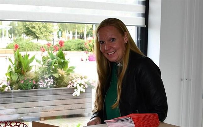 Birgitta Lillbäck Engström innehar nu ett vikariat som diakon i Närpes församling.