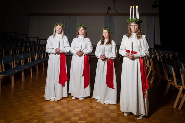 Krista Kuniala var Karlebynejdens lucia år2020. Här med tärnorna Lotta Emmes, Sandra Hongell och Janika Granvik.