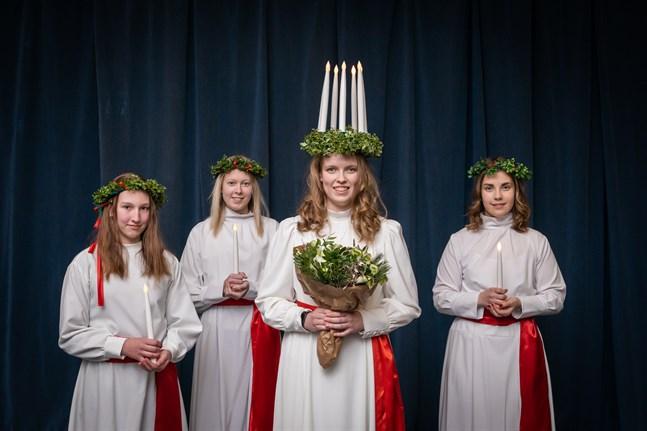 Lucia i Karleby 2020 med följe; Janika Granvik, Lotta Emmes, lucia Krista Kuniala och Sandra Hongell.
