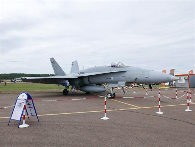 Hornetplan flyger över såväl Helsingfors, Tammerfors som Kuopio på självständighetsdagen.