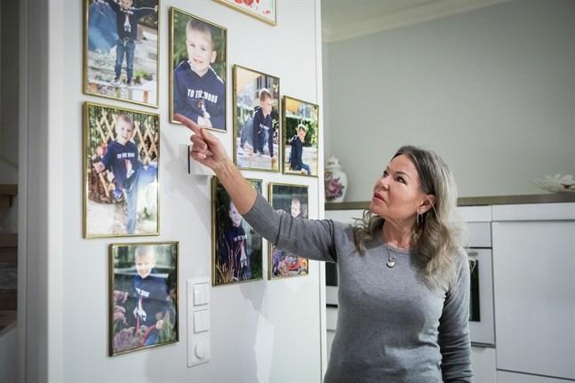 Rita Hede saknar sitt barnbarn Oscar som bor i Australien. Just nu kan hon inte heller skicka några julklappar till honom från Finland.