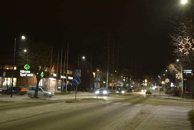 Okynneskörning och buskörning i Närpes centrum. Arkivfoto.