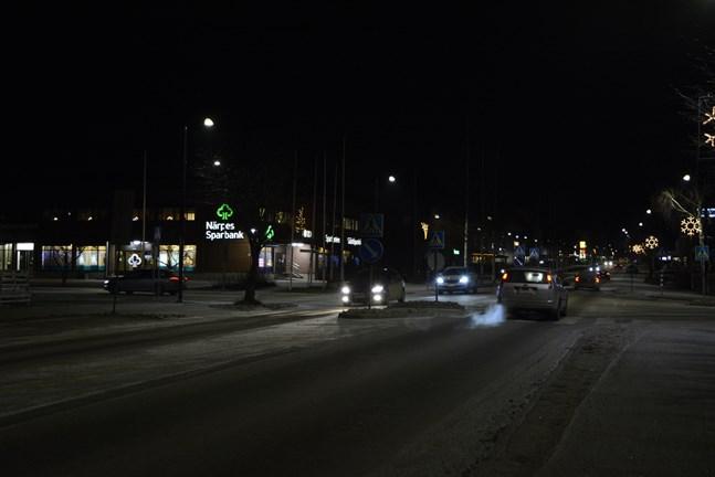 Den normala trafiken är inget problem, men många boende i centrum störs av okynneskörning sena kvällar och nätter.
