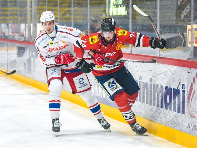 Henri Limma (t.h) gjorde Karlebylagets första mål.