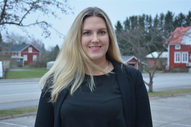 Hanna Stenholm, som är ordförande för centralvalnämnden i  Närpes, fastslår att ingenting som stridit mot vallagen försiggått på Alvinahemmet.