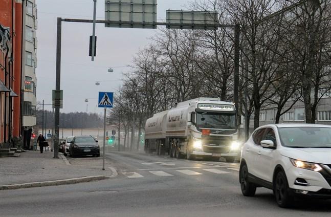 Stora satsningar på Vasklot betyder mer trafik. I dag går den genom centrum.