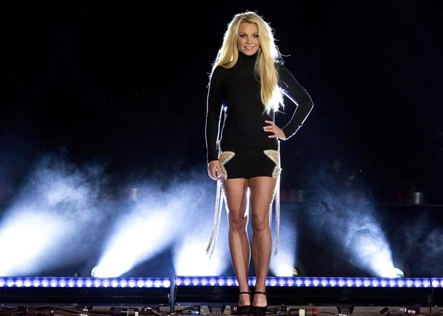 """Britney Spears och Backstreet Boys släpper låten """"Matches""""."""