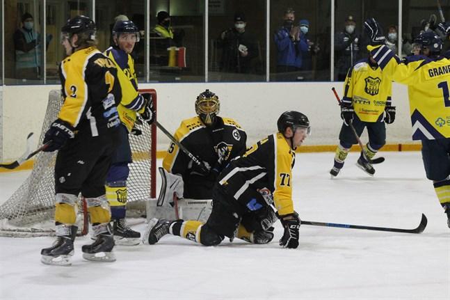 Det blir i medeltal två matcher per vecka för Kraft då serieprogrammet för hockeytvåan nu gjorts om.