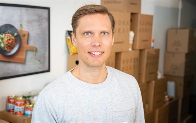 Juhana Rintala, vd för Ruokaboksi, bodde tidigare i Stockholm med familjen. Han jobbade på Ica där han var med och byggde upp näthandeln.