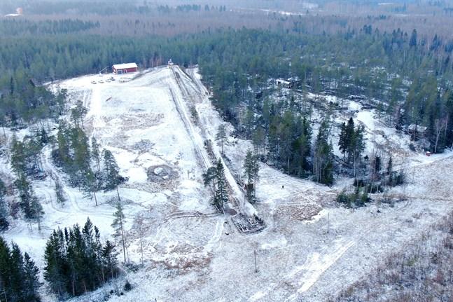 Här vid Bergö i Pedersöre håller ett gäng entusiaster inom IF PP på att bygga en terrängcykelbana. De får hjälp av stat och kommun att färdigställa banan.