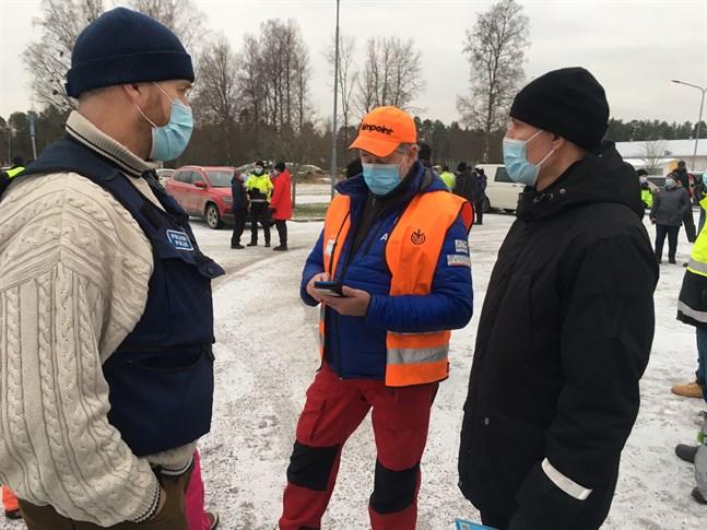 Varken Frej Stenman från polisen, mågen Kim Back eller sonen Robert Österlund hade fått några tips eller iakttagelser av Sven-Erik Österlund sedan han försvann från hemmet i Nykarleby för en och en halv vecka sedan.