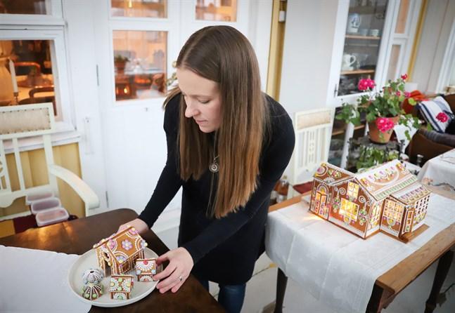 Nadja Mäkelä är utbildad smyckedesigner men kan lägga till pepparkaksdesigner.