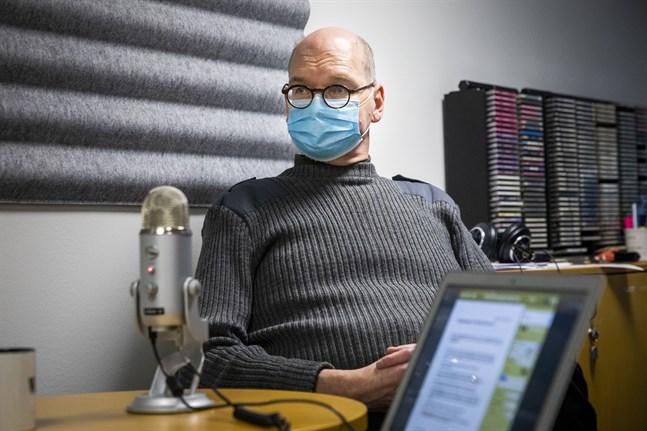 """Heikki Kaukoranta, Vasas ledande överläkare, är mycket orolig för att Rysslandsturismen ska leda till återinförda restriktioner. """"Fester hör sommaren till, ingen vill ha tillbaka begränsningarna"""", säger han."""