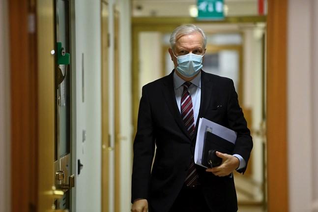 Finlands banks chefdirektör Olli Rehn ser stora svårigheter i att förutspå ekonomin då coronakrisen för med sig enorm osäkerhet.