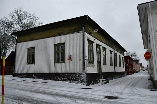 Stiftelsen Lebellska köpmansgårde, får bidrag för wc-renovering i Felénska huset, som ligger i hörnet av Parmansgatan och Strandgatan.