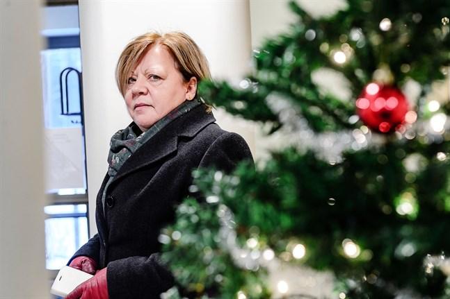 Larsmos kommundirektör Gun Kapténs är den enda från Jakobstadsregionen som sitter med i Österbottens coronasamordningsgrupp. På fredagen hade de ett extra insatt möte gällande läget i Vasa och Nykarleby.