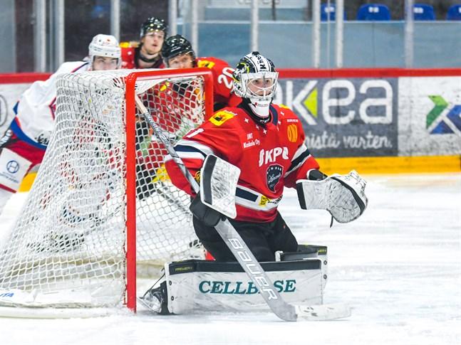 Joel Blomqvist och de andra spelarna i Hermes besegrade utan problem Hokki på fredagskvällen och fortsätter liret redan på lördag.