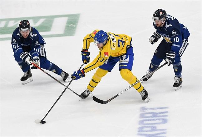 Robin Salo (42) stod på nytt för en fin insats, men Finland föll mot effektivt Sverige.