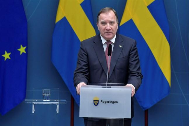 I december har man skärpt restriktionerna i Sverige. Bland annat ska man använda munskydd i kollektivtrafiken under vissa tider, man får inte servera alkohol efter klockan 20 och handeln uppmanas ställa in mellandagsrean. Det meddelade Sveriges statsminister Stefan Löfvén på en presskonferens.
