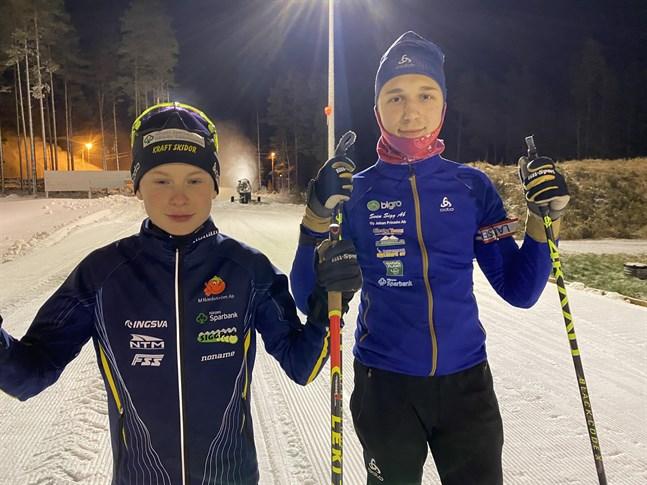 Hannes Bengs och William Rönn väntar ivrigt på att tävlingssäsongen ska köra igång i skidskytte.