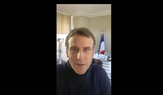 Frankrikes president har arbetat hemma i palatset under sin sjukdomstid. Bild ur hans eget twitterkonto.