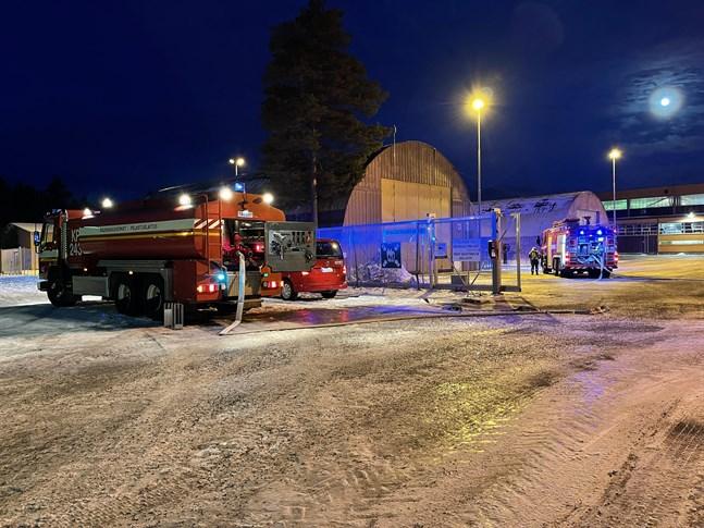 Branden på Baltic Yachts område fabriksområde i Larsmo är under kontroll.