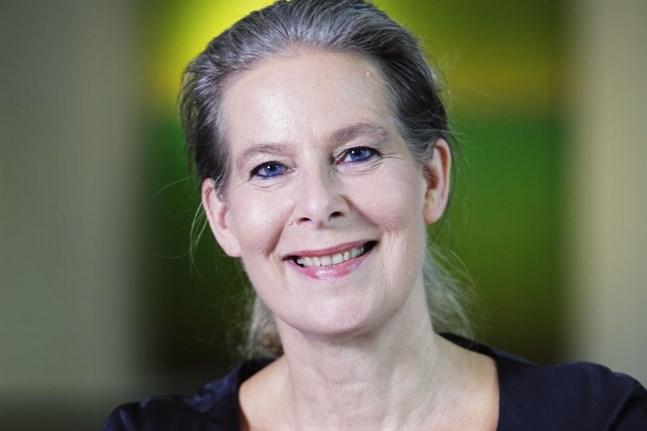Överläkare Hanna Nohynek vid Institutet för hälsa och välfärd tror inte att de nya varianterna av coronaviruset gör vaccinen verkningslösa.