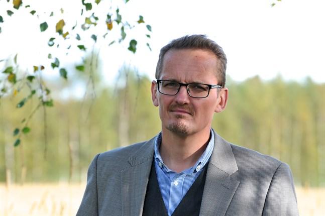 Mikael Nygård är professor i socialpolitik på Åbo Akademi och har för egen del trivts bra att jobba hemifrån under coronapandemin.