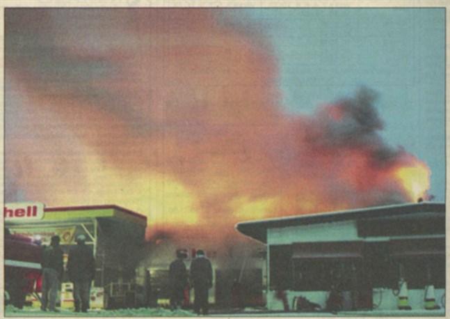 Den nyare delen av Korsnäs Bilcentral klarade sig i branden tack vare en rejäl brandvägg.