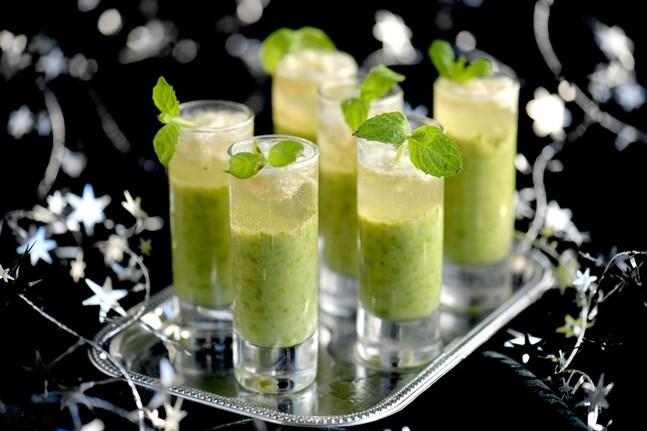 Crème Ninon är en äkta nyårsklassiker. Lyxig grön ärtsoppa som kan serveras både kall och varm.