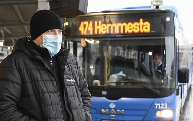 Direkt efter helgerna, från och med den 7 januari, gäller munskydd i kollektivtrafiken.