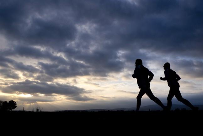 Många jobbar hemma och undviker att gå till gymmet. Coronapandemin har ändrat förutsättningarna för både träning och vardagsmotion. Arkivbild.